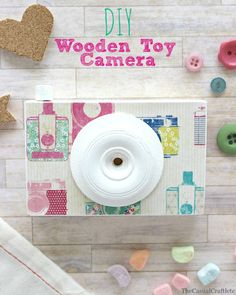 DIY Wooden Toy Camera by www.thecasualcraftlete.com