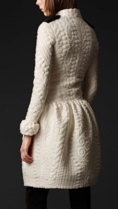 Burberry white coat. I want this!!!