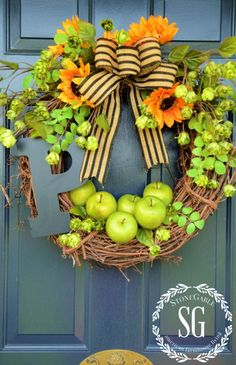Early fall wreath on front door from stonegableblog.com
