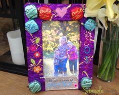 "A ""Sweet"" Mother's Day Frame http://www.thesimplemoms.com/2014/05/a-sweet-mothers-day-diy-gift-with-dove-chocolates.html #SharetheDOVE"
