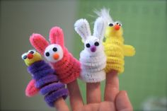 Great and easy finger puppet craft to do with kids.  Perfect project for a puppet workshop for very young children.