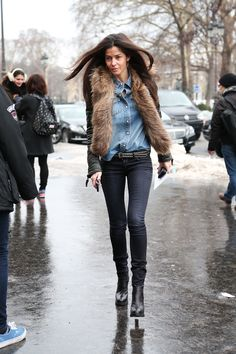Barbara Martello knows how to fill out a pair of jeans and here she is at it once again at in it #Paris. Simplicity rules. And don't forget a touch of fur. #alltheprettybirds