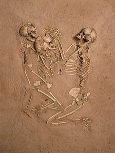 mother, green, bed, skeletons, children