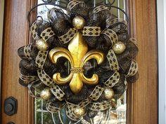 diy saints wreath, crafti, craft bow, gift ideas, new orleans saints, houston texans, black gold, crosses, deco mesh wreaths