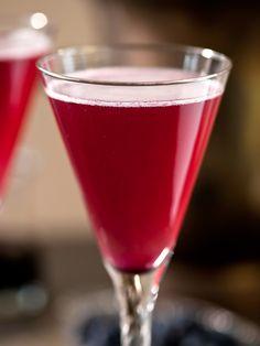 4th of July Cocktail: Pom-Berry Bellini>> www.hgtv.com/entertaining/pom-berry-bellini/index.html?soc=pinterest