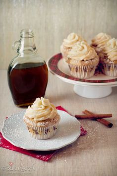 Yummy! Maple french toast cupcake recipe. I love this recipe so much!                                   http://katscupcakery.tumblr.com/post/22395724701/french-toast-cupcakes