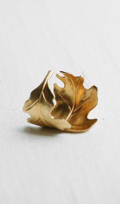 Golden LEAF Ring Romantic Vintage Style Leaf