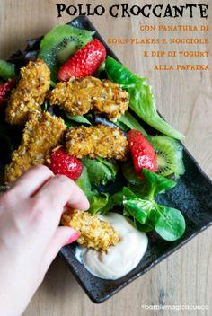 Pollo croccante con panatura di corn flakes e nocciole e dip di yogurt alla paprika