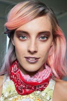 De NY a Londres, tons de rosa e lilás invadem as madeixas de mulheres de todas as idades