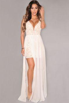 Doar 99 LEI. Seducatoare intr-un mod aparte vei fi cu aceasta rochie de ocazie Unleash. Dezlantuie eleganta si frumusetea feminina ajutata de o rochie cu un design modern, conceputa dintr-un material clasic, dantela. Topul rochiei este realizat din dantela, in timp ce fusta este croita dintr-un material transparent, pentru un plus de mister si senzualitate. Sexy vei fi cu siguranta, decolteul in V fiind extrem de pronuntat.