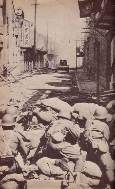 Japanese troops street fighting in Shanghai, Sep-Oct 1937