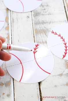 DIY Paper Baseball Party Bunting