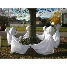 Dancing #Ghosts #Halloween - What a cute idea. http://www.facebook.com/theglasshousenursery #ckont #chathamkent holiday, halloween decorations, tree, danc ghost, ghost ring, fall, ghosts, craft tutorials, halloween ghost