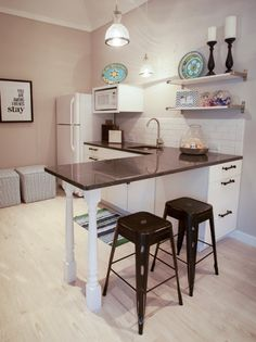 Apartment living. Love how they decorated this kitchen. Simple yet artsy