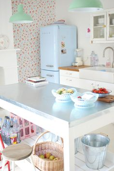 cath kidston wallpaper? anyway, my future kitchen. i WANT a refrigerator like that. you can get them at lehmans i think.