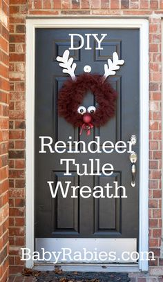 DIY Tulle Rudolph Wreath #DIY #Winter #Christmas #Decorations #Decorate #Decor #Reindeer #Wreaths #HomeDecor