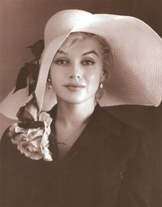 Marilyn Monroe looks stunning sporting a fabulous hat.