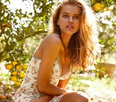 The new 2012 Intimissimi Spring catalogue celebrates the italian style of the brand chosing Tuscany as location that evokes dream and romanticism.