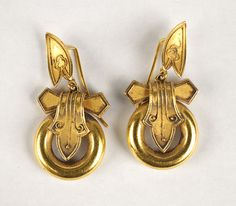 PAIR OF ENGLISH VICTORIAN 18 KARAT YELLOW GOLD EARRINGS.