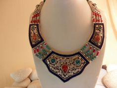 Collar etnico de Coral, Turquesas, Lapislazuli y aleacion de plata. Nepal