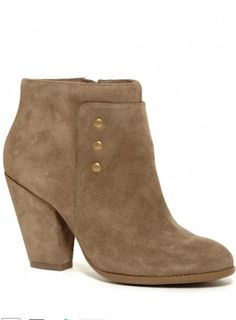 love these army green booties http://rstyle.me/n/qm2kdr9te
