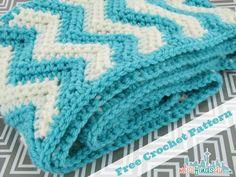 Free Chevron Infinity Scarf Crochet Pattern | MiscFinds4u #free #crochet #pattern