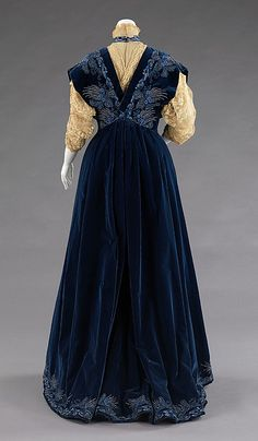 c. 1898 Worth French silk and metal evening dress, back. The Met.