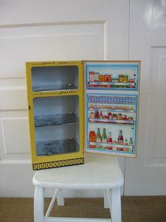 Vintage Wolverine Metal Yellow Toy Fridge Refrigerator Kitchen Sunny Suzy