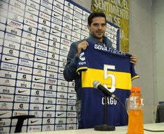 "Boca presentó oficialmente a Gago. El volante aseguró: ""Estamos obligados a pelear arriba""."