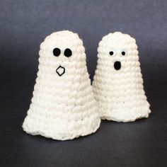 Free Halloween Ghost Crochet Pattern from Petals to Picots, so simple and cute! tini ghost, craft, ghost crochet, halloween fun, halloween pumpkins, ghosts, crochet patterns, crochet tini, halloween ghost