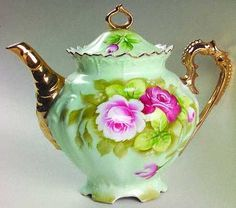 What a pretty tea pot!