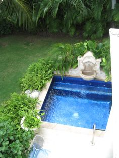 although i would love a pool, i would be so happy with a lovely wading pool to drink and lounge in :)