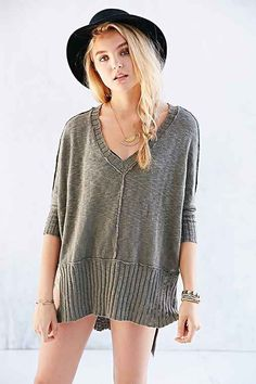 Mouchette V-Neck High/Low Sweater - Urban Outfitters