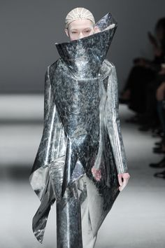 Sculptural Fashion - sharp asymmetric shapes & mirror metallic leather; 3D fashion details // Gareth Pugh