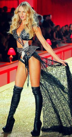 Candice Swanepoel for the 2010 Victoria's Secret Fashion Show