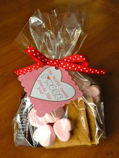 Free Printable Valentine's Day treat tag: The World Needs S'more friends {or teachers} like you.