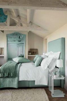 An elegant and homey bedroom for Catelyn Stark