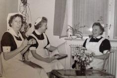 Hoofdzuster Bep (midden) zuster Jantien (links) en zuster Jannie (rechts) op de interne afdeling aan de Parklaan. Diaconessenhuis #Eindhoven #ziekenhuis