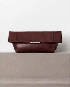 CÉLINE 2012 Winter collection - Folded calfskin clutch in burgundy.