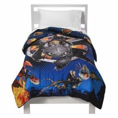 Bright  bold, this comforter features everyone's favorite dragon, Toothless.