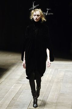 "Alexander Mcqueen  Fall 2006 Ready-to-Wear""Highland Rape"" #alexandermcqueen #highfashion #highlandrape #readytowear"