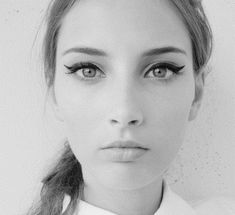 The Easiest Fool-Proof Cat-Eye Tutorial, Ever! So trying this.