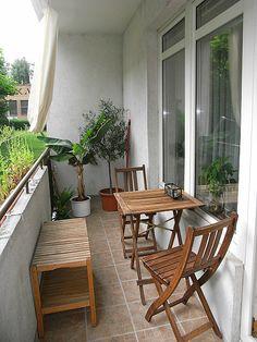 balcony #balkon #inspiratie #kussentjes #bistroset | balkonafscheiding.nl