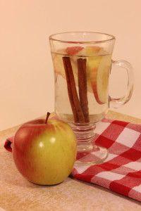 Metabolism Boosting Apple Pie Tea apple pie tea, appl cinnamon, infused waters, fruit infused water, apples, infused water recipes, cinnamon water, appl pie, apple pies