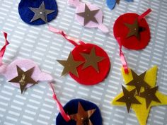 Felt Christmas Ornaments--- an easy, toddler-friendly craft for the holiday season. Also includes instructions for making a pom-pom garland! (via Sturdy for Common Things)