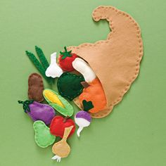 Thanksgiving craft, idea for sensory play by adding beans, rice , cotton, or crunchy plastic into food