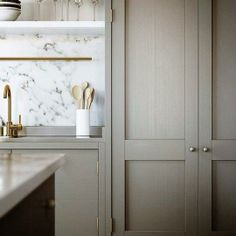 kitchen, marbl backsplash, white marbl
