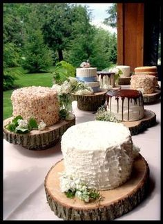 serve the cake on a piece of wood. SO perfect for a mountain wedding :)