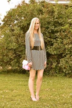 cute chevron dress and pretty pink bag #fashion