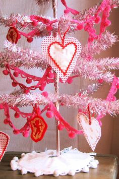 valentines day tree. my sewing abilities are so limited im not sure i could even make these ornaments :(